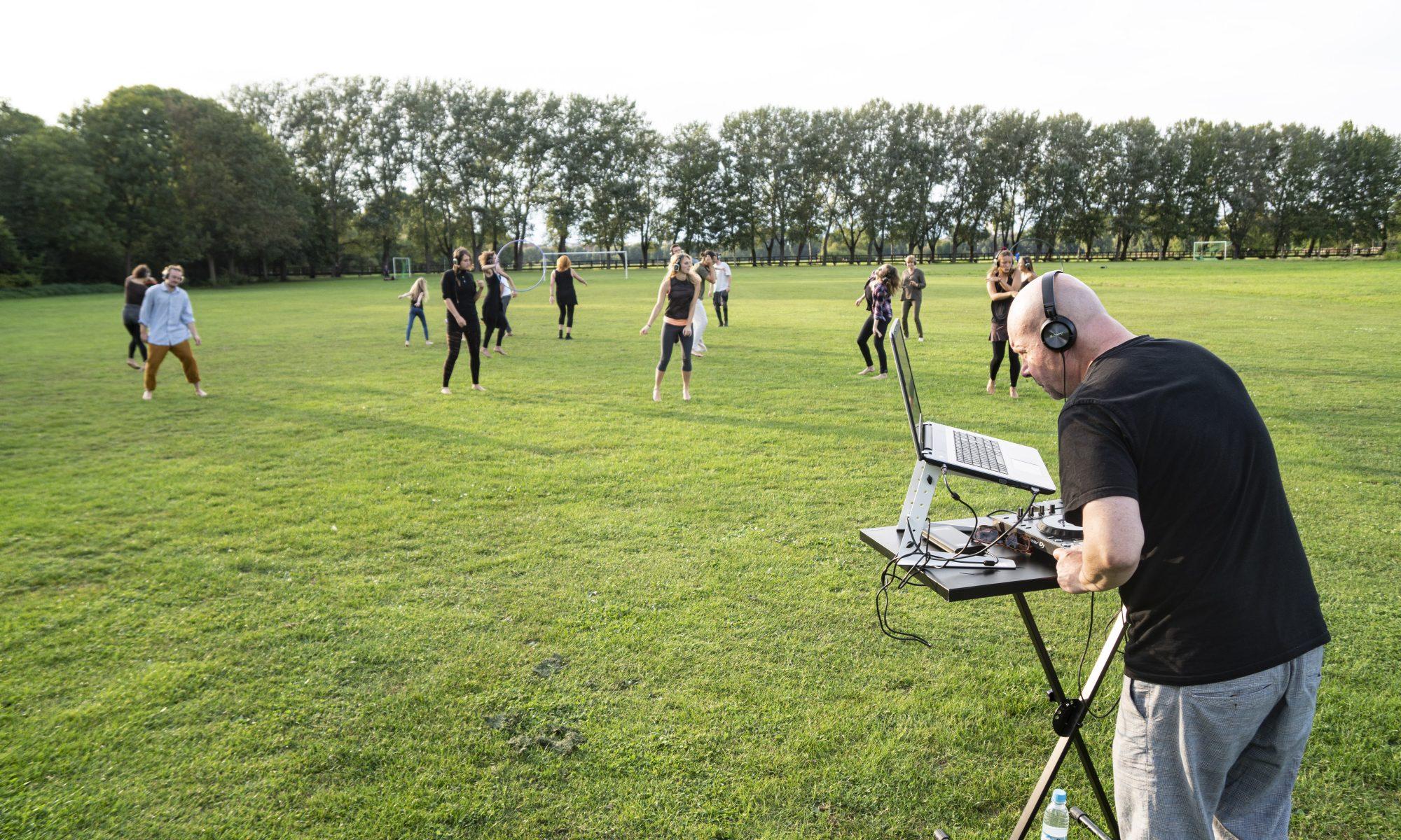 Ecstatic Dance im wiesengrund mit DJ Dr. Zons.